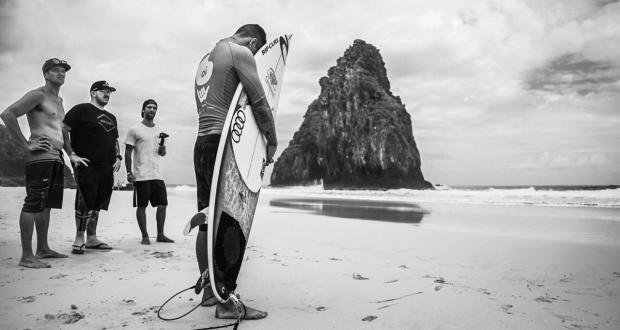 No Oi Hang Loose Pro Contest, Gabriel Medina estreia com vitória,  dá show nas ondas e atrai grande público em Fernando de Noronha.