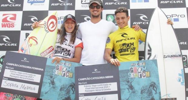 Com ídolo Gabriel Medina como espectador na final na Praia da Barra,  Caio Costa e Sophia Medina dominam novamente o Rip Curl Grom Search.